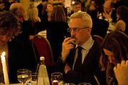 Iain Hollingshead, Colman Getty PEN QUIZ 2008, Cafe Royal. London. 24 November 2008 *** Local Caption *** -DO NOT ARCHIVE -Copyright Photograph by Dafydd Jones. 248 Clapham Rd. London SW9 0PZ. Tel 0207 820 0771. www.dafjones.com