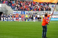 Ålesund 20110516. Spillerne entrer banen før eliteseriekampen i fotball mellom Aalesund og Strømsgodset på Color Line Stadion i Ålesund mandag kveld.<br /> Foto: Svein Ove Ekornesvåg