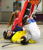 ARNHEM - Keeper Adinda Boeren van Den Bosch. De vrouwen van Den Bosch tijdens de eerste dag van de zaalhockey competitie in de hoofdklasse, seizoen 2013/2014. FOTO KOEN SUYK