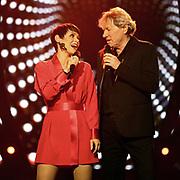 """Auftritt von Francine Jordi zusammen mit Bernhard Brink bei der SRF-Pop-Schlager-Show """"Hello Again"""". Aufzeichnung vom 14. April 2019 in den Fernsehstudios Zürich."""