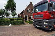 Nederland, Den Bosch, 17-5-2006..Een vrachtwagen met Pools kenteken rijdt over de Empelsedijk. Bewoners pleiten voor verkeersluw maken van deze sluiproute...Foto: Flip Franssen/Hollandse Hoogte