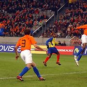 NLD/Amsterdam/20060301 - Voetbal, oefenwedstrijd Nederland - Ecuador, kopbal van Kew Jaliens