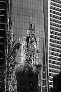 New York, reflection of the woolworth building on the WTC1 World Trade Center tower one under contruction/ construction de la tour World trade center one.