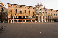 VICENZA, CNETRO STORICO, PALAZZO DEL MONTE DI PIETA (circa 1409), PIAZZA DEI SIGNORI, VENETO, ITALIA