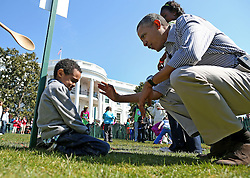 U.S. President Barack Obama comforts crying 5-year-old Donaivan Frazier during the annual Easter Egg Roll in Washington, DC, USA on April 1, 2013. Thousands of people are expected to attend the 134-year-old tradition of rolling colored eggs down the White House lawn that was started by President Rutherford B. Hayes in 1878. Photo by Mark Wilson/Pool/ABACAPRESS.COM  | 358933_011 Washington Etats-Unis United States