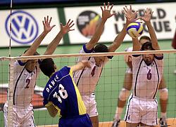 12-07-2000 VOLLEYBAL: WLV ITALIE - BRAZILIE: ROTTERDAM<br /> Italie wint met 3-0 van Brazilie / Dante vs Meoni, Mastrangelo en Papi<br /> ©2000-FotoHoogendoorn.nl
