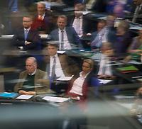 DEU, Deutschland, Germany, Berlin, 27.11.2019: Spiegelung, Blick in die Reihen der AfD-Bundestagsfraktion (Alternative für Deutschland, AfD) bei einer Plenarsitzung im Deutschen Bundestag.