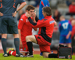 REYKJAVIK, ICELAND - Wednesday, May 28, 2008: Wales' Ched Evans is treated by physiotherapist Mel Pejic during the international friendly match against Iceland at the Laugardalsvollur Stadium. (Photo by David Rawcliffe/Propaganda)