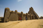 Children playing by Sankoré Mosque in Timbuktu, Mali.