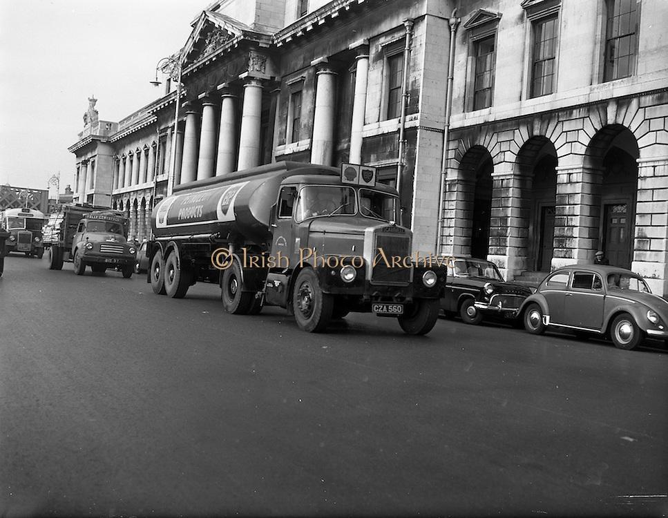 30/10/1961<br /> 10/30/1961<br /> 30 October 1961<br /> Irish Shell: Scammell Highwayman Truck and tanker trailer passing the Custom House, Dublin.