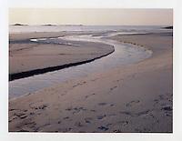Blimsanden 20120420. Vann renner ut i havet på Blimsanden på Vigra i Giske kommune.<br /> Foto: Svein Ove Ekornesvåg