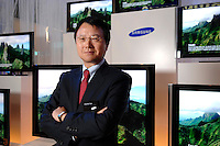 30 AUG 2007, BERLIN/GERMANY:<br /> JongWoo Park, President & CEO, Samsung Digital Media Business, Samsung Messestand, Internationale Funkausstellung, IFA<br /> IMAGE: 20070830-01-025<br /> KEYWORDS: Jong Woo Park
