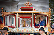 20-9-2016 THE HAGUE -  Prince Constantijn and Princess Laurentien waving King Willem-Alexander and Queen Maxima from Noordeinde Palace on Budget Day 2016. Every third Tuesday of September is Budget Day, the festive opening of the new parliamentary year of the States General (the Senate and House). His Majesty the King on Budget Day rides in the Glazen Carriage to the Binnenhof in The Hague speaks during the joint session of the States General in the Knights from the throne speech. COPYRIGHT ROBIN UTRECHT <br /> DEN HAAG - (VLNR) Koning Willem-Alexander, koningin Maxima, prinses Laurentien en prins Constantijn zwaaien naar omstanders vanaf het balkon bij Paleis Noordeinde op Prinsjesdag. Glazen koets trekt door Haagse binnenstad
