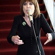 NLD/Amsterdam/20081001 - Lunchconcert musical Piaf Hotel, Liesbeth List zingend