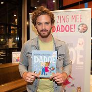 NLD/Amstelveen/20181109- Boekpresentatie Jim Bakkum 'Dadoe en zijn vriendjes' , Jim Bakkum met zijn nieuwe boek