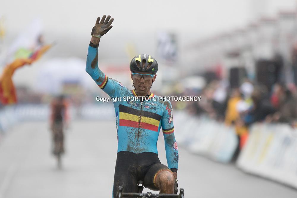 31-01-2016: Wielrennen: WK cyclecross beloften: Heusden Zolder<br />HEUSDEN-ZOLDER (BEL) cyclocross<br />Op het circuit van Terlamen-Zolder streden de veldrijders categorie beloften om de mondiale titels in het veld. Sven Nys