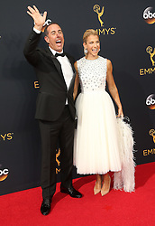 Jerry Seinfeld, Jessica Seinfeld  bei der Verleihung der 68. Primetime Emmy Awards in Los Angeles / 180916<br /> <br /> *** 68th Primetime Emmy Awards in Los Angeles, California on September 18th, 2016***