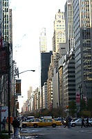 21 NOV 2003, NEW YORK/USA:<br /> Morgendliches Bild mit Taxis und Hochhaeusern, Manhatten, New York<br /> IMAGE: 20031121-02-037<br /> KEYWORDS: Hochhaus