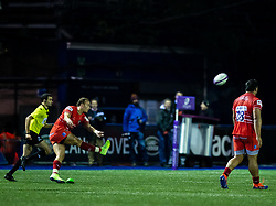 Tom Hardwick of Leicester Tigers kicks a penalty to win the match<br /> <br /> Photographer Simon King/Replay Images<br /> <br /> European Rugby Challenge Cup Round 2 - Cardiff Blues v Leicester Tigers - Saturday 23rd November 2019 - Cardiff Arms Park - Cardiff<br /> <br /> World Copyright © Replay Images . All rights reserved. info@replayimages.co.uk - http://replayimages.co.uk