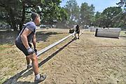 Nederland, Nijmegen, 20-6-2017 De voorbereidingen voor de nijmeegse vierdaagse zijn weer begonnen met de opbouw van het militair kamp op Heumensoord. Geplaatst door vooral vakantiewerkers en seizoenskrachten, en militairen van de landmacht. Er komen zo'n 7000 soldaten uit verschillende landen in het tentenkamp te logeren. Ook een veldhospitaal wordt gebouwd. De 4-daagse vindt plaats in de derde week van juli. Foto: Flip Franssen