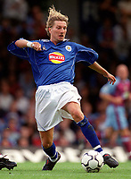 Robbie Savage (Leicester City). Leicester City v Aston Villa, 19/8/2000, F.A. Carling Premiership. Credit : Colorsport / Matthew Impey.