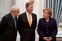 13 JAN 2011, BERLIN/GERMANY:<br /> Rainer Bruederle (L), FDP, bundeswirtschaftsminister, Guido Westerwelle (M), FDP, Bundesaussenminister, und Angela Merkel (R), CDU, Bundeskanzlerin, im Gespraech, Neujahrsempfang des Bundespraesidenten, Schloss Bellevue<br /> IMAGE: 20110113-01-094<br /> KEYWORDS: Bundespräsident, Gespräch, Rainer Brüederle