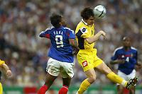 Fotball<br /> Privatlandskamp<br /> Frankrike v Ukraina<br /> 6. juni 2004<br /> Foto: Digitalsport<br /> NORWAY ONLY<br />  ANDRIY RUSOL (UKR) / LOUIS SAHA (FRA)