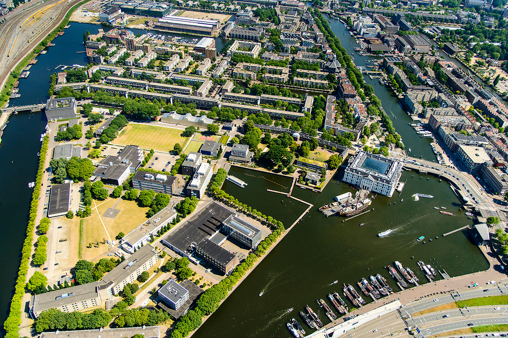 Nederland, Noord-Holland, Amsterdam, 29-06-2018; centrum van de stad, Oosterdok met Nemo Science Museum met ingang van IJtunnel (onder in beeld). Marineterrein, voormalige Marine etablissement, Scheepvaartmuseum. Niuwe vaart, Oostenburgergracht.<br /> City centre, Eastern Dock with new hotspot former Navy yard.<br /> <br /> luchtfoto (toeslag op standard tarieven);<br /> aerial photo (additional fee required);<br /> copyright foto/photo Siebe Swart