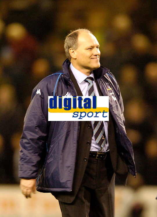 Fotball<br /> Carling Cup Fourth Round<br /> 09.11.2004<br /> Foto: SBI/Digitalsport<br /> NORWAY ONLY<br /> <br /> Burnley v Tottenham Hotspur<br /> <br /> New Spurs' manager Martin Jol has plenty to celebrate after a winning start.