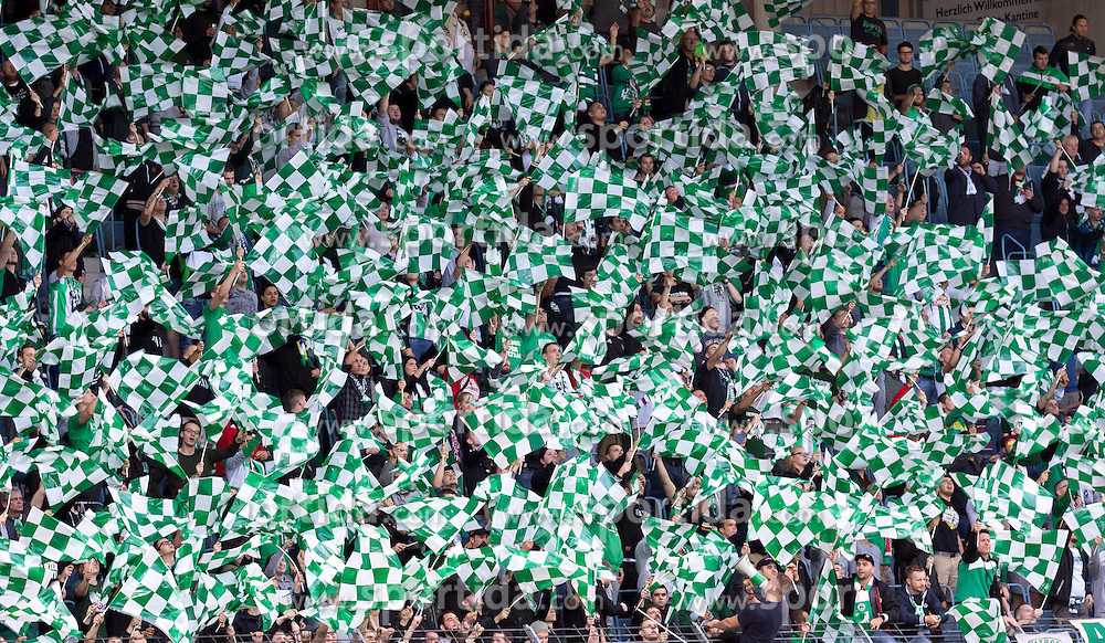 21.09.2016, Sportclub Platz, Wien, AUT, OeFB Samsung Cup, Leobendorf SV vs SK Rapid Wien, 2. Runde, im Bild die Fans von Rapid// during the OeFB Samsung Cup 2nd round Match between Leobendorf SV and SK Rapid Wien at the Sportclub Platz, Vienna, Austria on 2016/09/21, EXPA Pictures © 2016, PhotoCredit: EXPA/ Sebastian Pucher