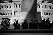 Carabinieri. Un numeroso gruppo di terremotati del Centro Italia protestano in Piazza Montecitorio. Roma 25 Gennaio 2017. Christian Mantuano / OneShot<br /> <br /> Carabinieri. A group of earthquake victims form central Italy protest in Piazza Montecitorio. Rome 13 January 2017. Christian Mantuano / OneShot