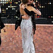 DUI/Berlin/20100528 - Finale Let's Dance 2010, Sylvie van der Vaart feliciteert Sophia Thomalla