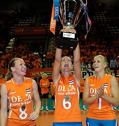 18-09-2011 VOLLEYBAL: DELA TROPHY NEDERLAND - TURKIJE: ALMERE<br /> Nederland wint met 3-0 van Turkije en wint hierddor de DELA Trophy / Alice Blom, Maret Grothues, Kim Staelens<br /> ©2011-FotoHoogendoorn.nl