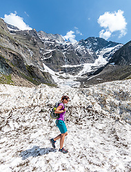 THEMENBILD - eine Wanderin überquert das zusammengefallene Gletschertor am Mooserboden Stausee aufgenommen am 15. Juni 2017, Kaprun, Österreich // A hiker crosses the collapsed glacier gate at the Mooserboden reservoir on 2017/06/15, Kaprun, Austria. EXPA Pictures © 2017, PhotoCredit: EXPA/ JFK