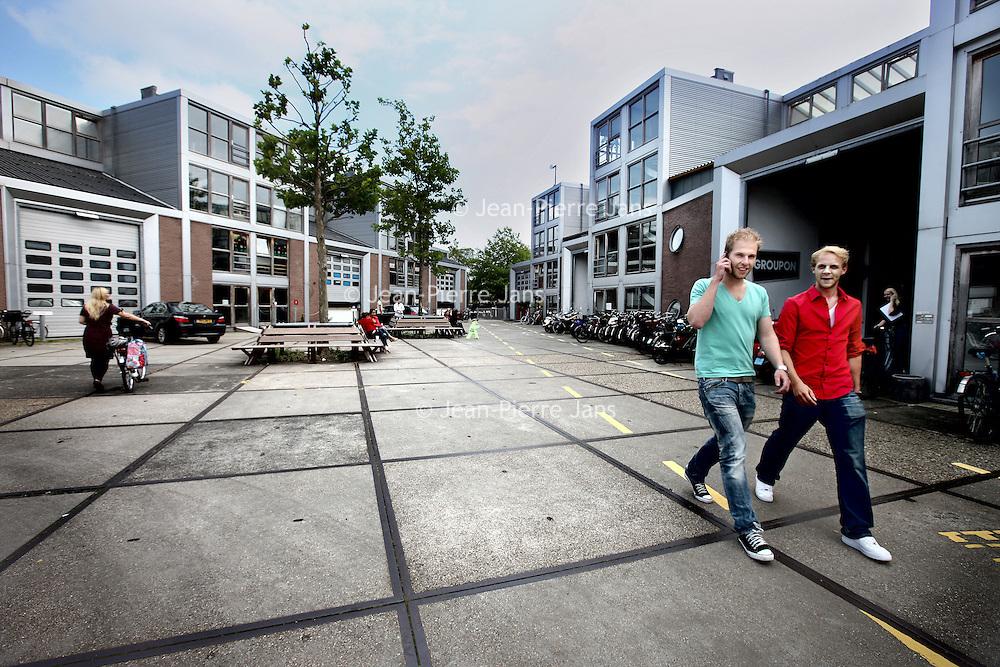 Nederland, amsterdam , 28 juli 2011..Bedrijvigheid in Buiksloterham het nieuwe Amsterdam Noord waar vele creatieve bedrijven zich vanuit het centrum van Amsterdam hebben gevestigd zoals b.v. Groupon. (zie foto).Foto:Jean-Pierre Jans