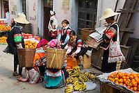 Chine. Province du Yunnan. Marche de Xinjie. Femme Yi. // China. Yunnan province. Weekly market at Xinjie. Yi woman.