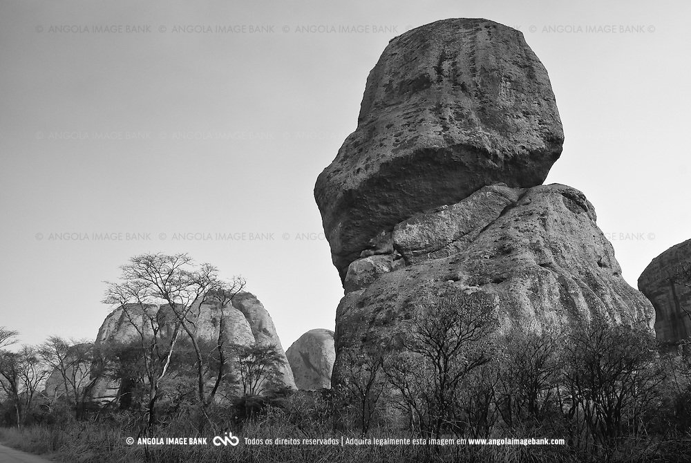 As Pedras Negras de Pungo Andongo na província de Malange na época seca (cacimbo). Angola