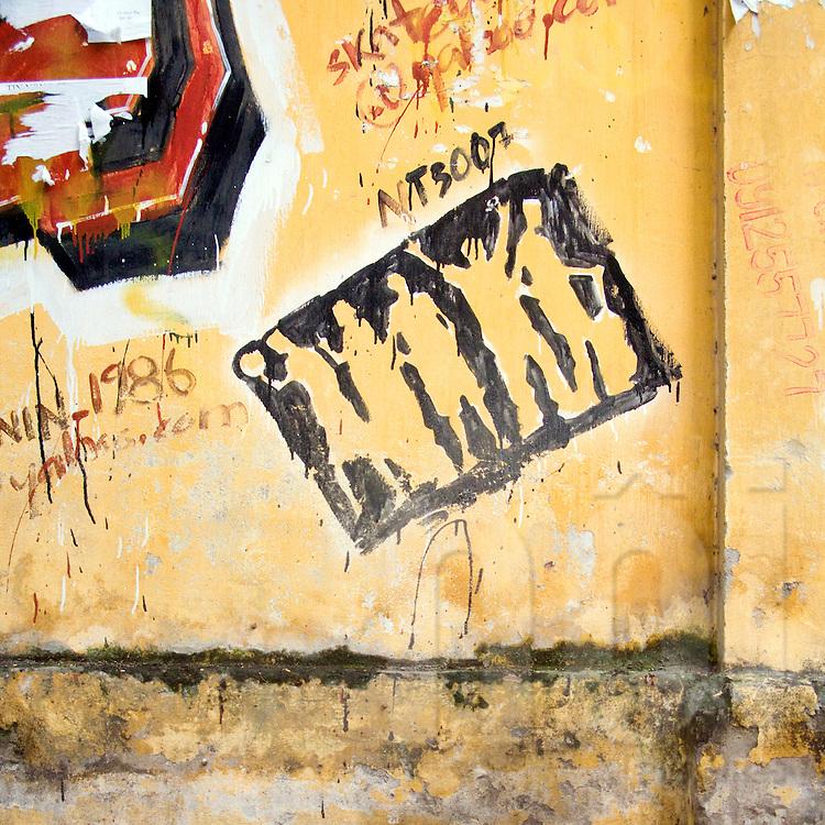 Graffiti in Tran Khanh Du street, Hanoi