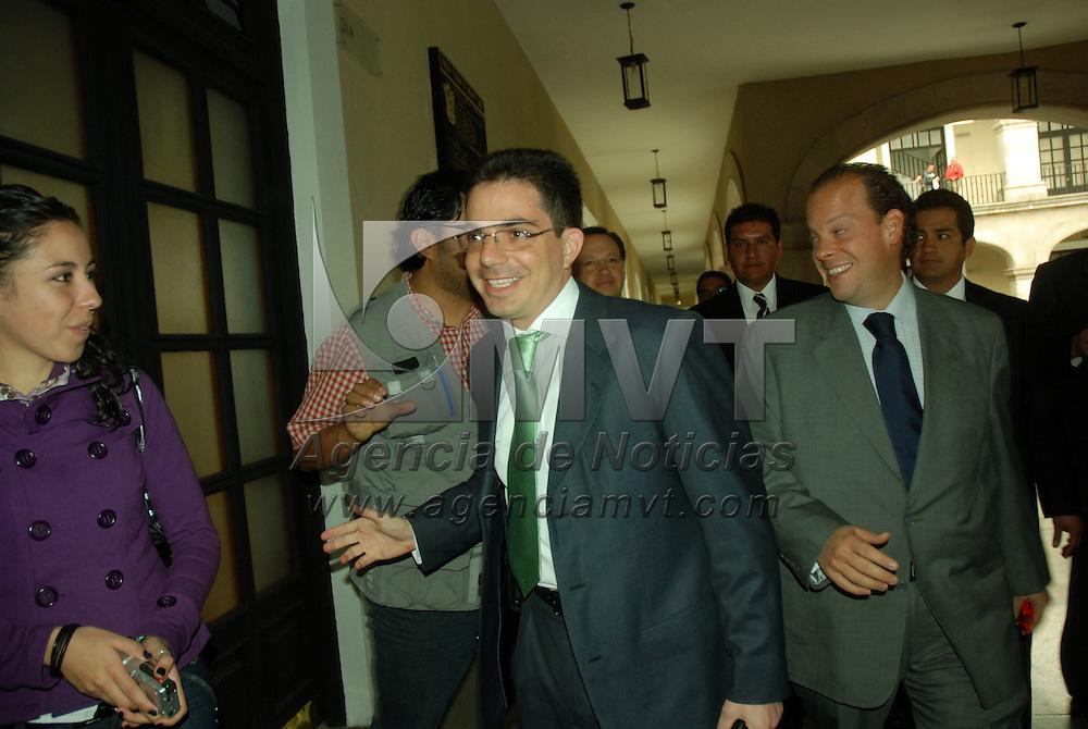 Toluca, Mex.- Alberto Bazbaz Sacal, procurador general de Justicia del Estado de México a su llegada a la reunión de gabinete señalo a los medios de comunicación que trabajaran en coordinación con la procuraduría del Distrito Federal para aclarar el presunto secuestro del hijo del ex-procurador de la República Marcelo de la Concha.. Agencia MVT / José Hernández. (DIGITAL)<br /> <br /> <br /> <br /> NO ARCHIVAR - NO ARCHIVE