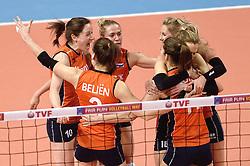 08-01-2016 TUR: European Olympic Qualification Tournament Nederland - Italie, Ankara<br /> De volleybaldames hebben op overtuigende wijze de finale van het olympisch kwalificatietoernooi in Ankara bereikt. Italië werd in de halve finales met 3-0 (25-23, 25-21, 25-19) aan de kant gezet / Vreugde bij Nederland met Laura Dijkema #14, Maret Balkestein-Grothues #6, Lonneke Sloetjes #10, Yvon Belien #3