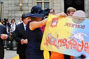 Zijne Majesteit Koning Willem Alexander en Hare Majesteit Koningin Máxima bezoeken de provincie Noord-Brabant <br /> <br /> His Majesty King Willem Alexander and Máxima Her Majesty Queen visits the province of Noord-Brabant<br /> <br /> Op de foto / On the photo:   Koning en Koningin in 's-Hertogenbosch met op de achtergrond de carnavalsvereniging<br /> <br /> King and Queen in 's-Hertogenbosch in the background of the carnival