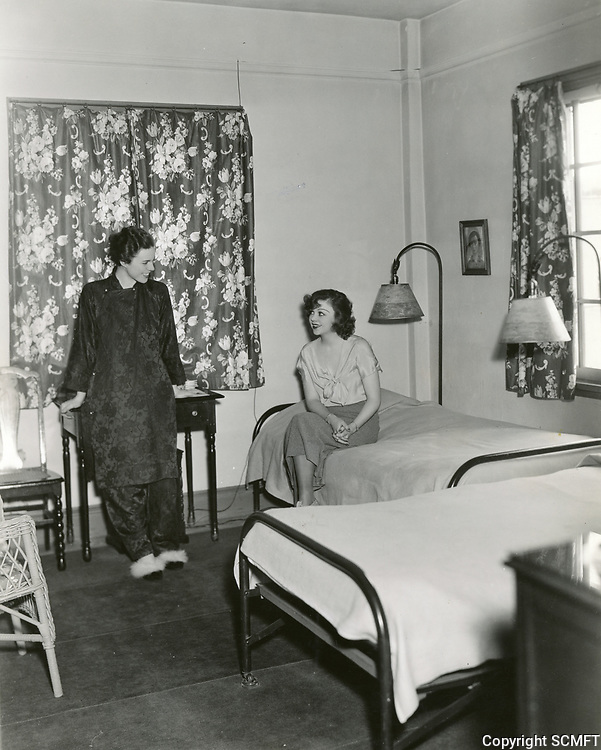 1937 Ladies in one of the bedrooms at the Hollywood Studio Club on Lodi Pl.