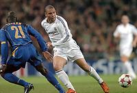 Fotball<br /> Champions League 2004/05<br /> Real Madrid v Juventus<br /> 22. februar 2005<br /> Foto: Digitalsport<br /> NORWAY ONLY<br /> RONALDO (REA) / LILIAN THURAM (JUV)