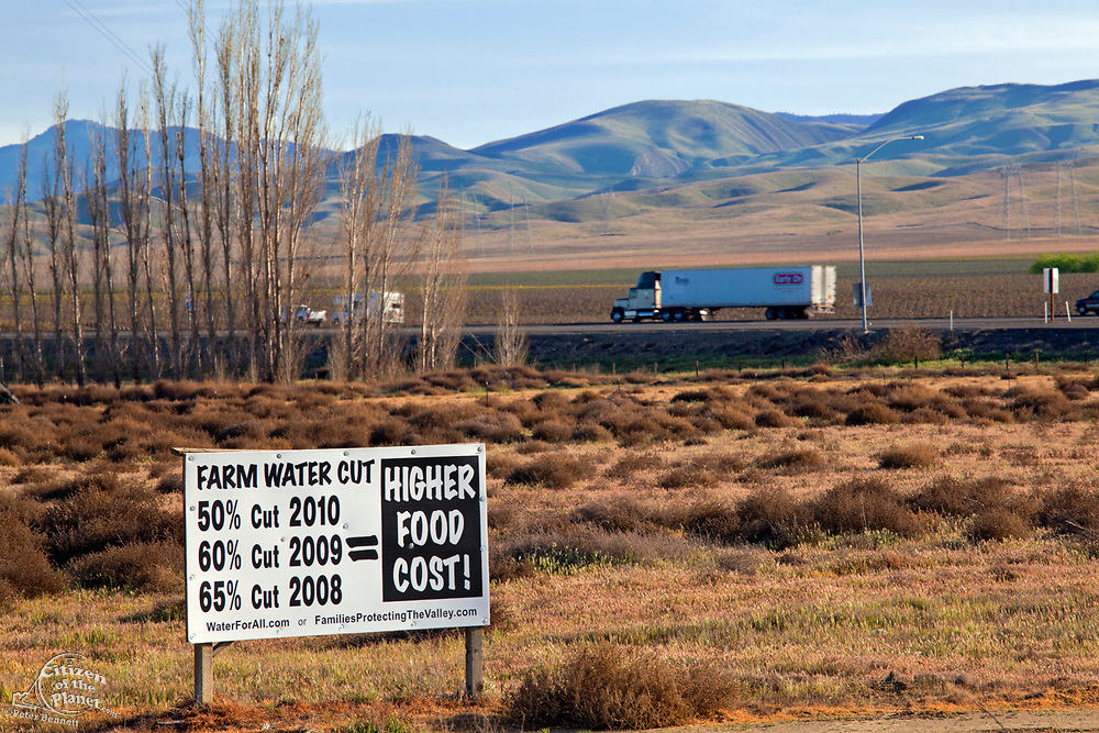 Sign protesting reduced allocation of water allotments. Famers get reduced water allocations as the result of dry Winter conditions and smaller snow packs. San Joaquin Valley, Fresno County, California, USA
