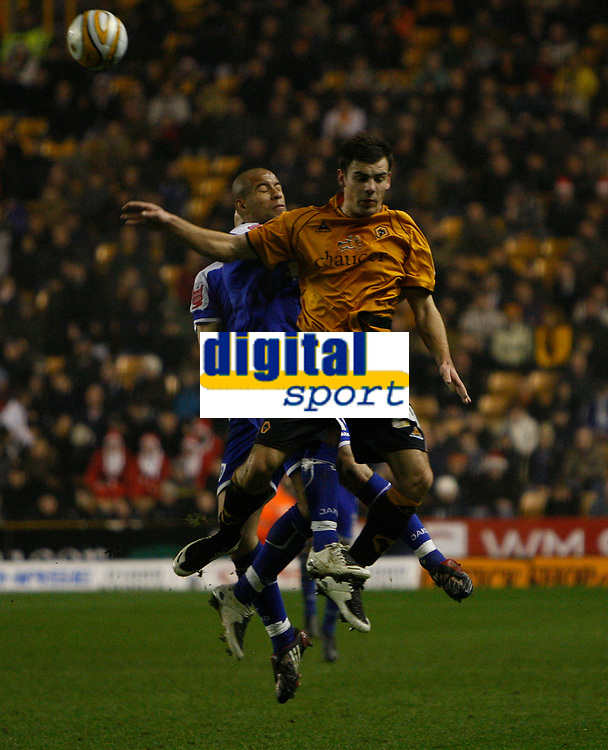 Photo: Steve Bond/Sportsbeat Images.<br /> Wolverhampton Wanderers v Leicester City. Coca Cola Championship. 22/12/2007. Darron Gibson gets a clearance in in front of Patrick Kisnorbo