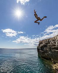THEMENBILD - eine Jugendliche im Bikini springt von den Klippen in die Adria, aufgenommen am 27. Juni 2018 in Pula, Kroatien // A teenage girl in a bikini jumps from the cliffs into the Adriatic Sea, Pula, Croatia on 2018/06/27. EXPA Pictures © 2018, PhotoCredit: EXPA/ JFK