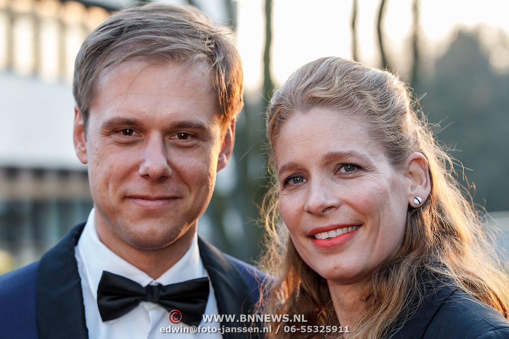NLD/Hilversum/20150217 - Inloop Buma Awards 2015, Armin van Buuren en partner Erika van Thiel