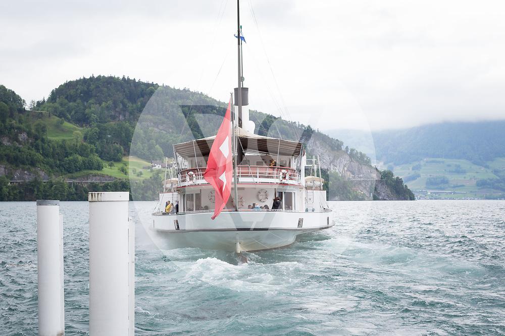 SCHWEIZ - VIERWALDSTÄTTERSEE - Dampfschiff 'Stadt Luzern' fährt vom Schiffssteg Vitznau ab - 13. Mai 2018 © Raphael Hünerfauth - http://huenerfauth.ch