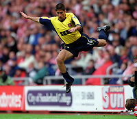 Silvinho (Arsenal) jumps the challenge of Kevin Kilbane (Sunderland). Sunderland 1:0 Arsenal. FA Premiership,19/8/2000. Credit Colorsport / Stuart MacFarlane.