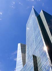 THEMENBILD - New York City ist mit mehr als 5000 Gebaeuden mit mehr als zwoelf Etagen eine Stadt der Hochhaeuser und Wolkenkratzer, im Bild eines der vielen Hochhaeuser in Manhattan, Aufgenommen am 08. August 2016 // New York City is with over 5000 buildings with more than 12 floors a city of skyscrapers. This picture shows one of the skyscrapers, New York City, United States on 2016/08/08. EXPA Pictures © 2016, PhotoCredit: EXPA/ Sebastian Pucher
